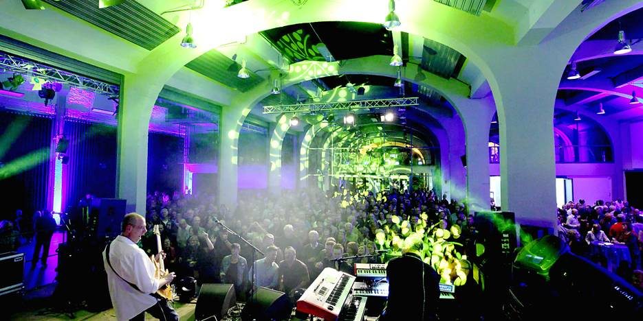 "Die Gempt-Halle in Lengerich hier: Blue Night at Gempt 2014 ""brothers in arms"""